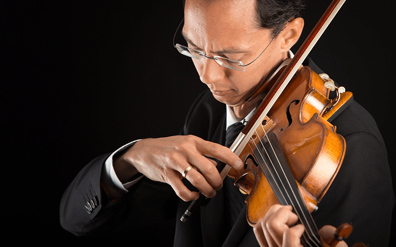 Robert Uchuda - violin
